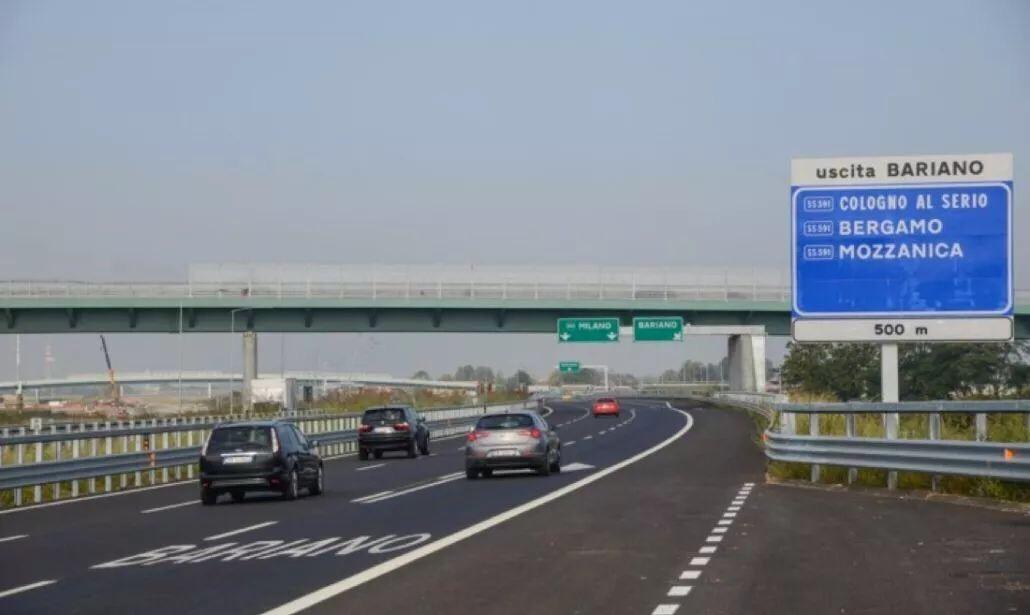 高速时速限为150,意大利拟改交规,加重处罚行车看手机 意国新闻 第1张