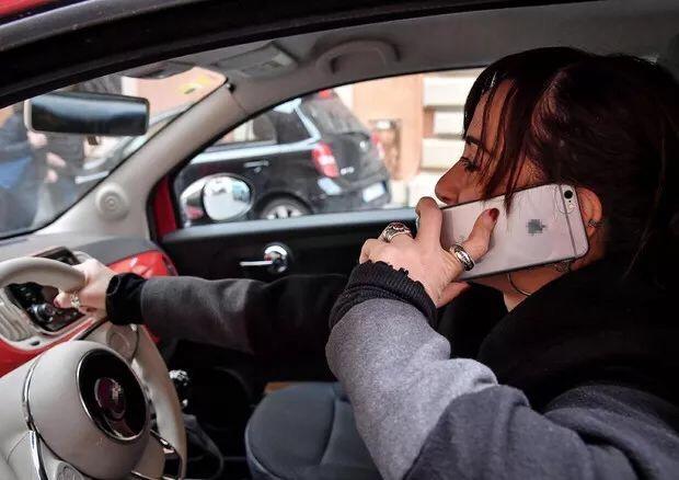 高速时速限为150,意大利拟改交规,加重处罚行车看手机 意国新闻 第2张