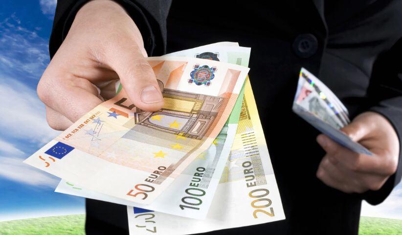 意财政部新规:买这些东西时最多可用现金支付499.99欧元